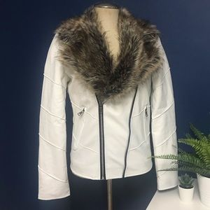 Rare - Unique Wht Pleather jacket with Fur Collar